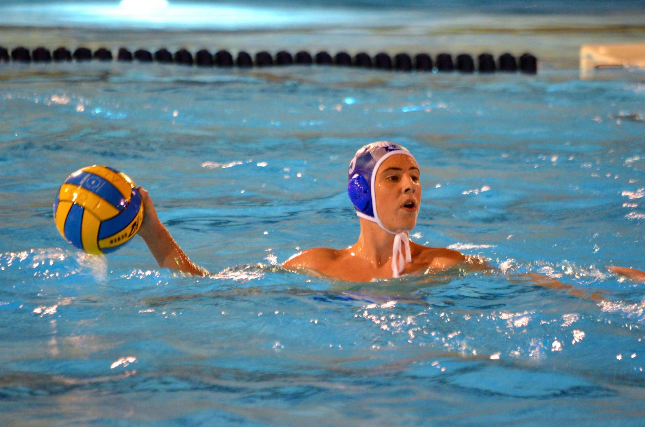 Sophomore Eric Warmoth looks to make a pass. Photo by Kunal Pandit.