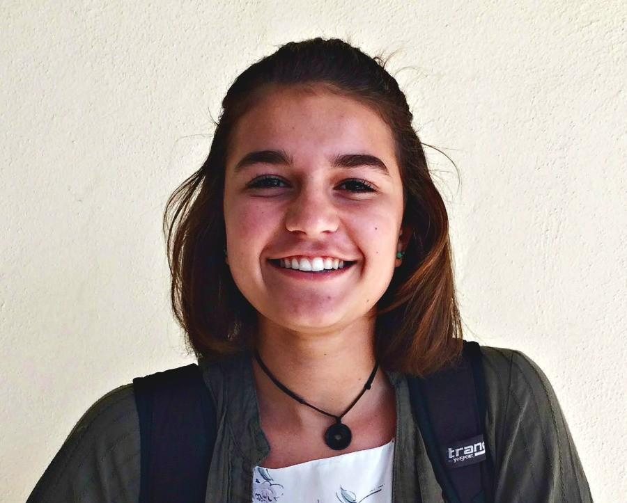 Sophomore Teagan Cimring smiles for the camera. Teagan is currently studying film at Palo Alto High School under actor James Franco. Photo by Meilin Tsao.