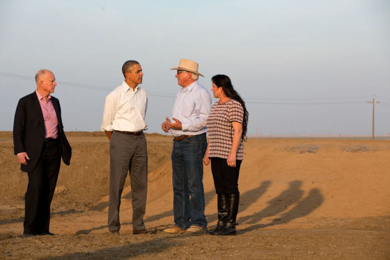 President Barack Obama discusses the California drought with farmers in 2014. Although El Niño is expected to hit California soon, drought restrictions have not yet been revoked. Wikimedia Commons user Jon Sullivan.