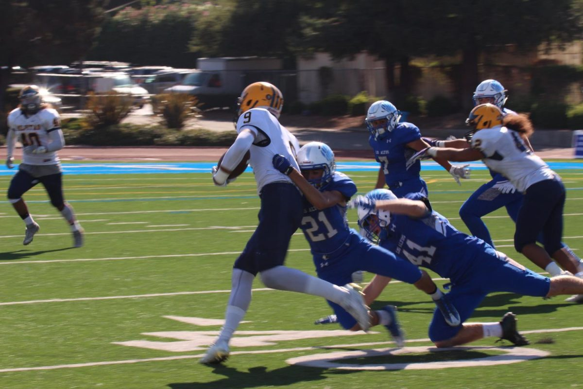Cornerback+junior+Osvaldo+Arellano+tackles+a+Milpitas+player.