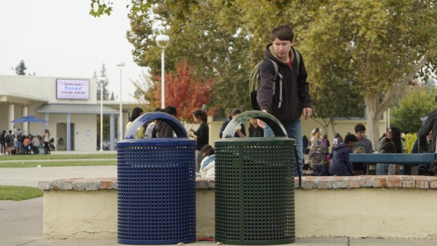 Junior Nathan MacLeod throws away his lunch in the green compost bin in the quad. Due to sorting issues, compost was contaminated to the point that Recology, the company Los Altos partners with for trash, refused to pick it up. Kylie Akiyama.
