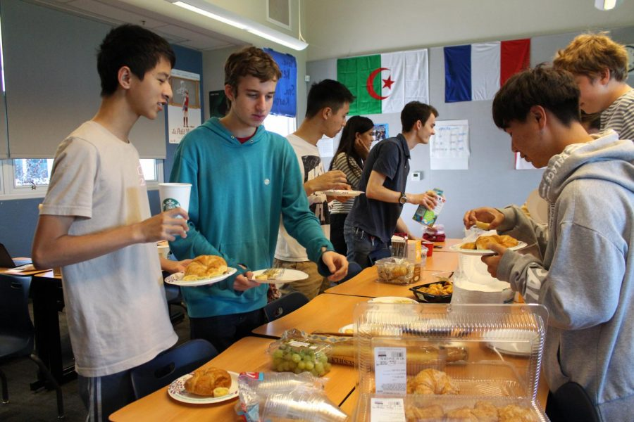 Juniors Steven Tang and Aaron Feldman reach for croissants. The French Club is hosting various activities from November 1 to 7 in honor of National French Week. Kylie Akiyama.