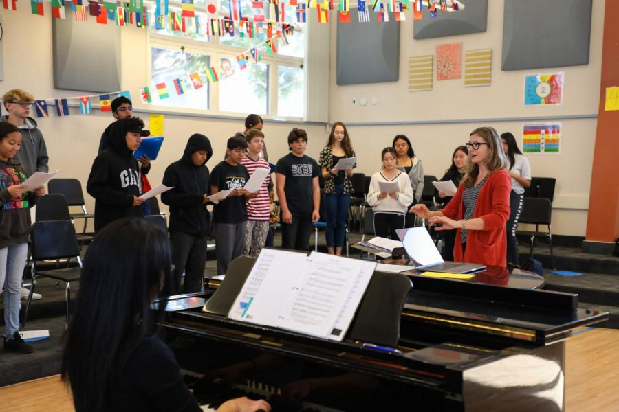 Choir Director Lauren Diez conducts her third period choir class. Diez is the successor of former Choir Director Mark Shaull, who left due to medical reasons, and is hoping to make several changes to the choir program based on students's feedback.
