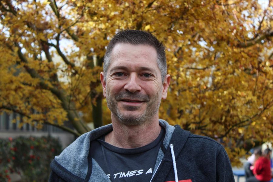 Los Altos parent Jon Keeling is a seasoned Shotokan practitioner who teaches at his own dojo in Palo Alto as well as in the Los Altos community. Over the 37 years he has been practicing karate, Keeling has overcome multiple hurdles, including developing femoroacetabular impingement (FAI).