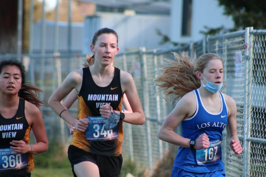 Freshman+Maddy+Randall+%28right%29+pushes+ahead+of+Mountain+View+High+School+runners+in+the+varsity+girls+race.+She+finished+sixth+in+her+race+and+13th+overall+out+of+111+varsity+girls.